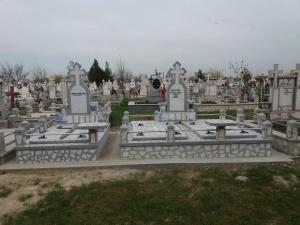 Cruci si Monumente Funerare, Morminte si Pietre Funerare din Marmura si Granit Galati