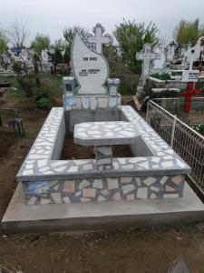 Cruci si Monumente Funerare, Morminte si Pietre Funerare din Marmura si Granit Galati  (2)